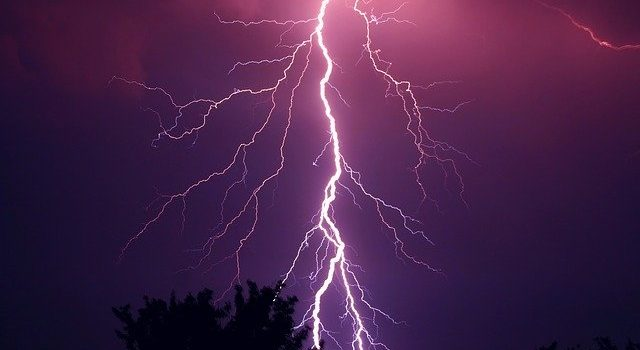 how to protect solar inverter from lightning